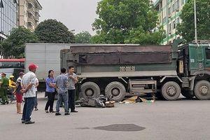 Va chạm với xe tải, người phụ nữ đi xe máy bị cuốn vào gầm tử vong