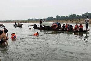 Rủ nhau ra sông Mã tắm, 4 học sinh lớp 7 bị đuối nước
