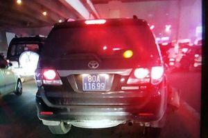 Đình chỉ thượng sỹ lái ô tô biển xanh 80A gây tai nạn rồi bỏ chạy