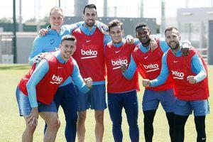 Barcelona chốt đội hình đến Liverpool: Nhiều cái tên lạ