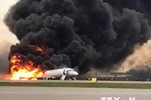 Những giây phút kinh hoàng trong vụ cháy máy bay ở Nga