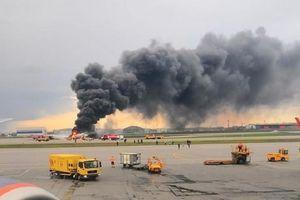 Khoảnh khắc máy bay Nga chở gần 80 người phút chốc hóa quả cầu lửa trên đường băng