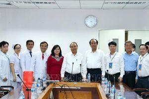Thủ tướng Nguyễn Xuân Phúc thăm, động viên y, bác sĩ Bệnh viện Đa khoa Đồng Nai