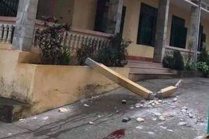 Cột bê tông trường học rơi trúng đầu: Một học sinh đã tử vong