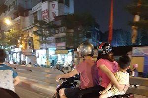 Bức ảnh gia đình 3 người chở nhau đi ngoài đường gây sự khó hiểu không hề nhẹ cho người đi đường