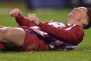 Torres và những cầu thủ suýt chết vì 'tự nuốt lưỡi' trên sân
