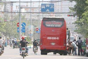 Phớt lờ lệnh cấm, xe tuyến cố định vô tư hoạt động nội thị Nha Trang