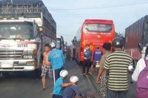 Bé trai 8 tuổi bị xe khách cán tử vong khi đang trên đường đến trường