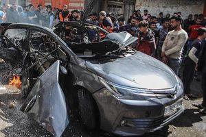Cận cảnh ô tô thủ lĩnh Hamas hứng trọn rocket chết người của Israel