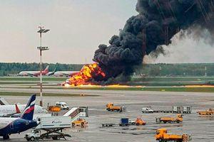 19 phút hoảng loạn tột độ của hành khách trên máy bay Nga bốc cháy