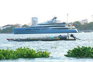 Siêu du thuyền 150 triệu USD cập cảng Sài Gòn rồi xuống Cần Thơ