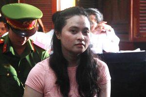 Hot girl Ngọc Miu rơi nước mắt trong ngày hầu tòa cùng 'trùm' ma túy Văn Kính Dương