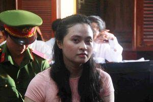 Hot girl Ngọc Miu - mắt xích vụ ma túy khủng liên tục rơi nước mắt và lý giải về biệt danh trước tòa