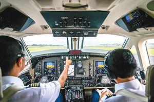 Hàng không 'khát' nhân lực và 'cuộc chiến' giành giật phi công