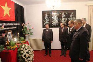 Đoàn chính phủ Algeria viếng nguyên Chủ tịch nước Lê Đức Anh