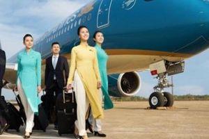 Vietnam Airlines 'xanh mướt' ngày chào sàn HoSE