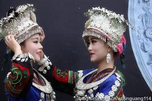 Nhan sắc 'hoa nhường nguyệt thẹn' của các cô gái dân tộc thiểu số Trung Quốc