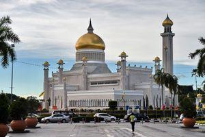 Brunei hoãn tử hình người đồng tính