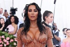 Kim 'siêu vòng ba' diện váy nude nóng bỏng trên thảm đỏ Met Gala