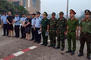 Bắt 2 đối tượng truy nã người Trung Quốc trốn sang Việt Nam