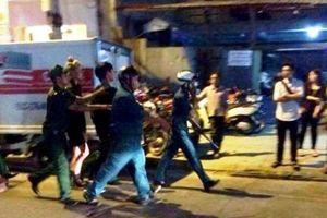 Mâu thuẫn, nhóm thanh niên dùng hung khí đánh phụ xe bị thương