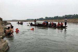 Rủ nhau ra sông tắm, 4 em học sinh chết đuối trên Sông Mã
