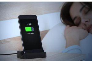 Có nên sạc điện thoại qua đêm?