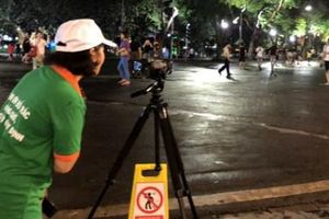 Hà Nội lắp camera giấu kín, phạt 7 triệu với hành vi xả rác trên phố đi bộ