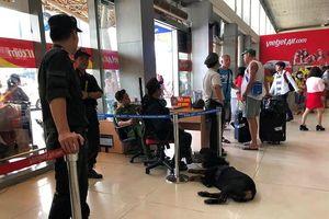 Bắt hai thanh niên vào sân bay Tân Sơn Nhất trộm đồ