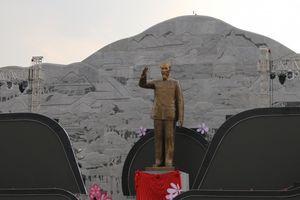 Sơn La khánh thành tượng đài 'Bác Hồ với các dân tộc Tây Bắc'