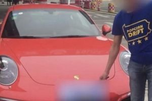 Nghe lời thầy bói, tài xế mới mua xe sang Porsche gặp vạ ở Trung Quốc