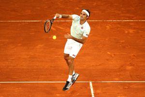Madrid Open: Federer thắng trận đầu tiên trên mặt sân đất nện sau 3 năm vắng bóng