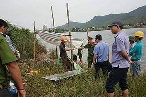 Đang đánh cá, hốt hoảng phát hiện thi thể vợ cán bộ địa chính trên sông