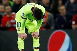 Xe bus của Barcelona bỏ rơi Messi sau trận thua Liverpool