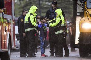 Hai học sinh xả súng gây thương vong cho 8 bạn học tại Mỹ