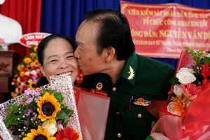 Phút giây rạng ngời hạnh phúc của người lính được giải oan sai sau 40 năm