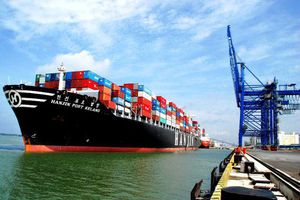 TP HCM: Máy móc, đồ điện tử nhập khẩu 'tỷ đô', xăng chỉ nhập '0 đồng'