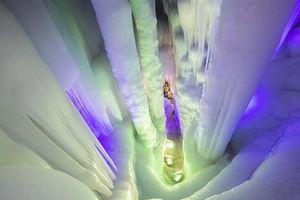 Chiêm ngưỡng vẻ đẹp kỳ ảo của động băng lớn nhất Trung Quốc