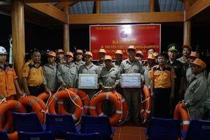 Xuyên đêm vượt hơn 200 hải lý cứu hai tàu gặp nạn tại khu vực Hoàng Sa