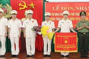 Công an huyện Than Uyên đón nhận Cờ Thi đua Chính phủ