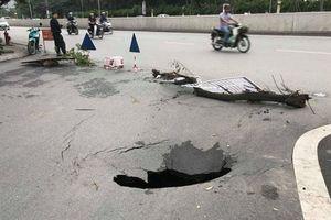 'Hố tử thần' xuất hiện ngay miệng hầm Kim Liên, Hà Nội