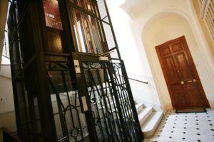 Gã ấu dâm sàm sỡ bé gái trong thang máy ở Pháp bị tống giam 6 năm tù