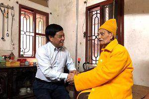 Nhân dịp Lễ Phật đản 2019: Giám đốc CATP Hà Nội thăm, chúc mừng Đại lão Hòa thượng Thích Phổ Tuệ