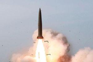 Hàn Quốc: Triều Tiên phóng hàng loạt tên lửa ra biển