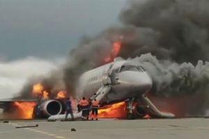 Cơ phó Sukhoi Superjet lao vào máy bay cháy cứu cơ trưởng