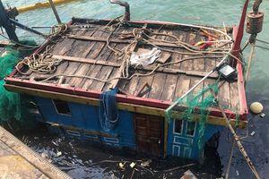 Hà Tĩnh: Trục vớt thành công 2 tàu cá của ngư bị đánh chìm ngoài biển