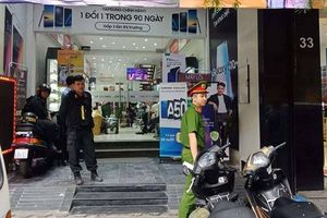 Hàng loạt cửa hàng điện thoại Nhật Cường bị công an khám xét