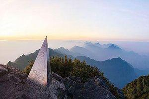 Ngọn núi cao nhất Việt Nam bao nhiêu tuổi?