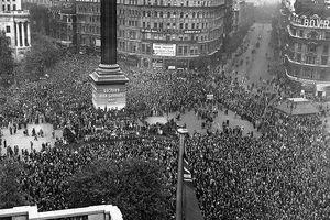 Lễ kỷ niệm chiến thắng phát xít Đức đầu tiên được diễn ra như thế nào?
