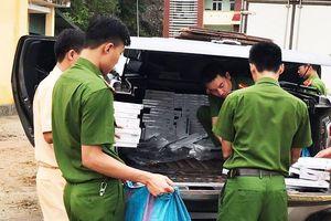 Cảnh sát phát hiện hơn 18.000 gói thuốc lá 'lậu' khi xử lý tai nạn